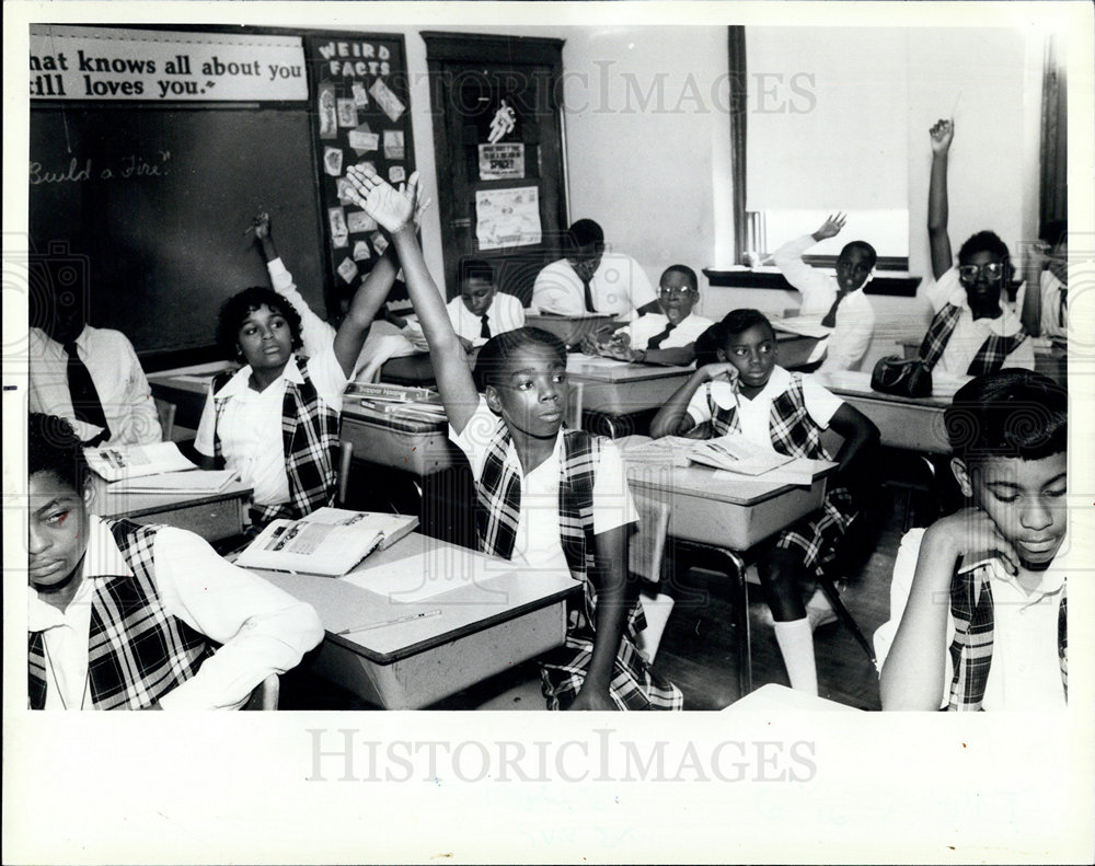 1985 Press Photo Class at Holy Angels Catholic School, Chicago, IL