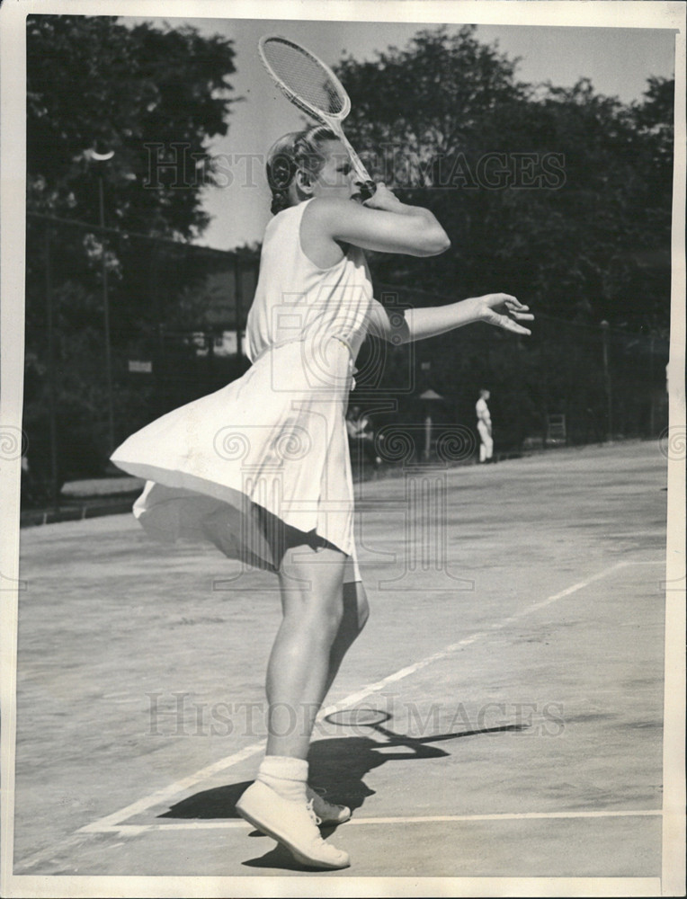 1940 Press Photo Miss Helen Bernhard At Clay Court Tennis Tournament