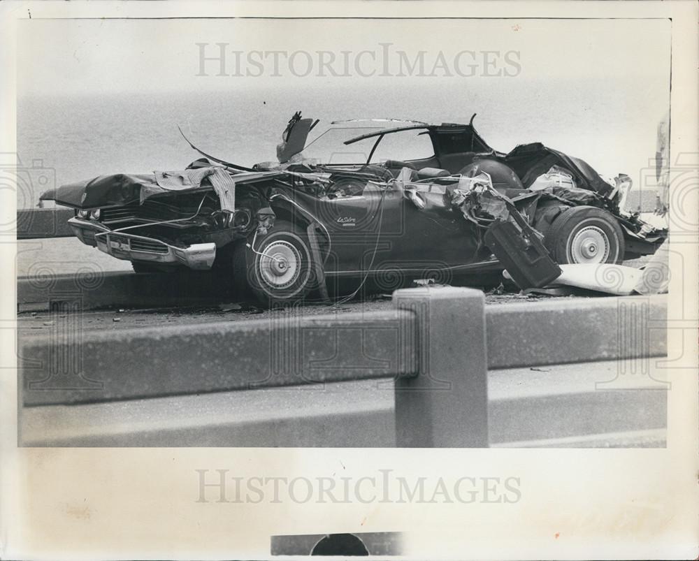 1976 Press Photo Car damaged after crash on Sunshine Skyway Bridge ...
